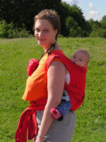 На спине у мамы, май-слинг
